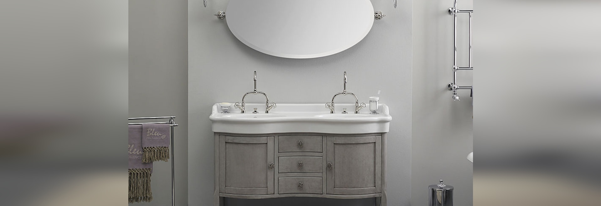 Beautiful double basin in ceramic on a classic style wood furniture