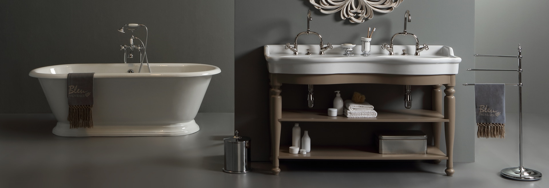 Classic double washbasin with wooden furniture