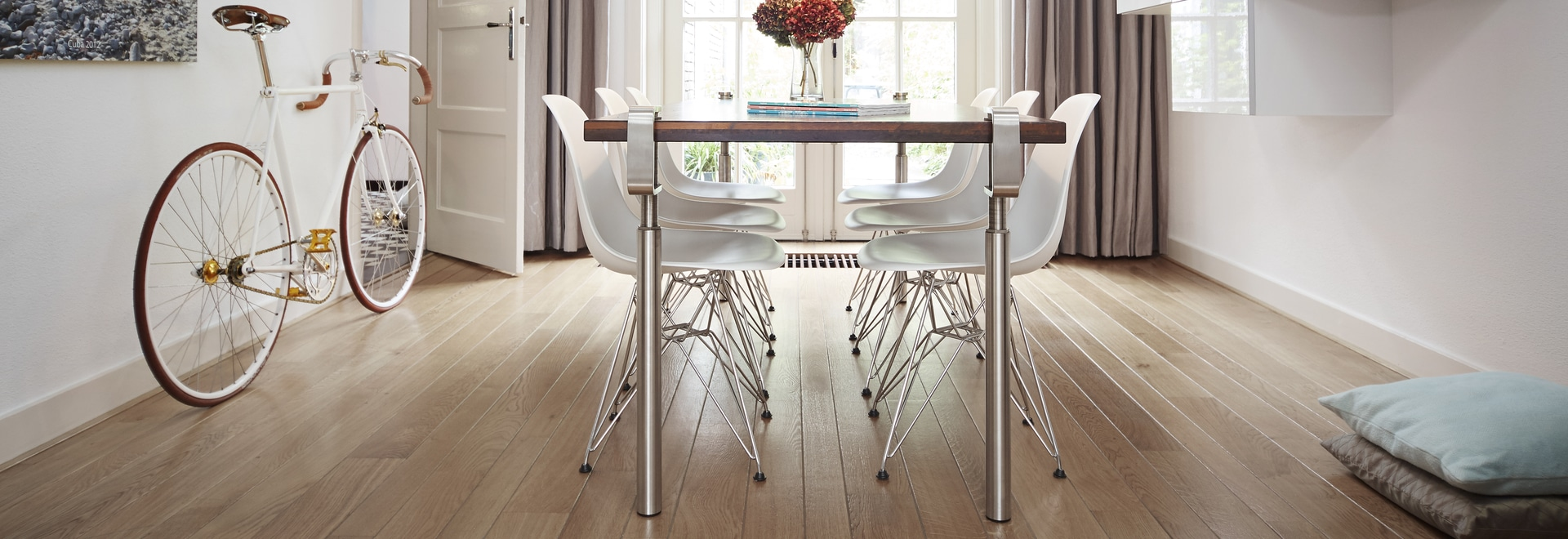 DINING TABLE STEEL LEGS YOU HAVE GOT TO SEE