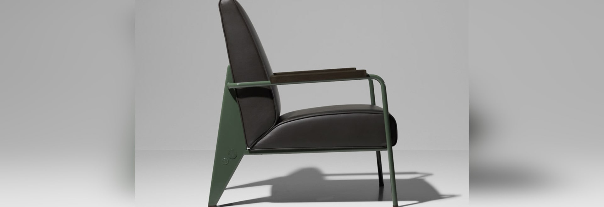 Muebles Jean Prouve - G Star Raw And Vitra Join Forces To Relaunch Jean Prouv S 1940s [mjhdah]https://s-media-cache-ak0.pinimg.com/originals/ee/f2/e2/eef2e2b716a843838160e1ae422b45cc.png