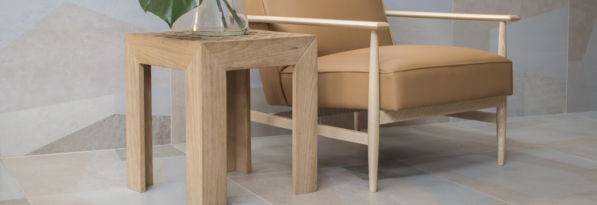 gaia armchair version with ash structure and camel leather