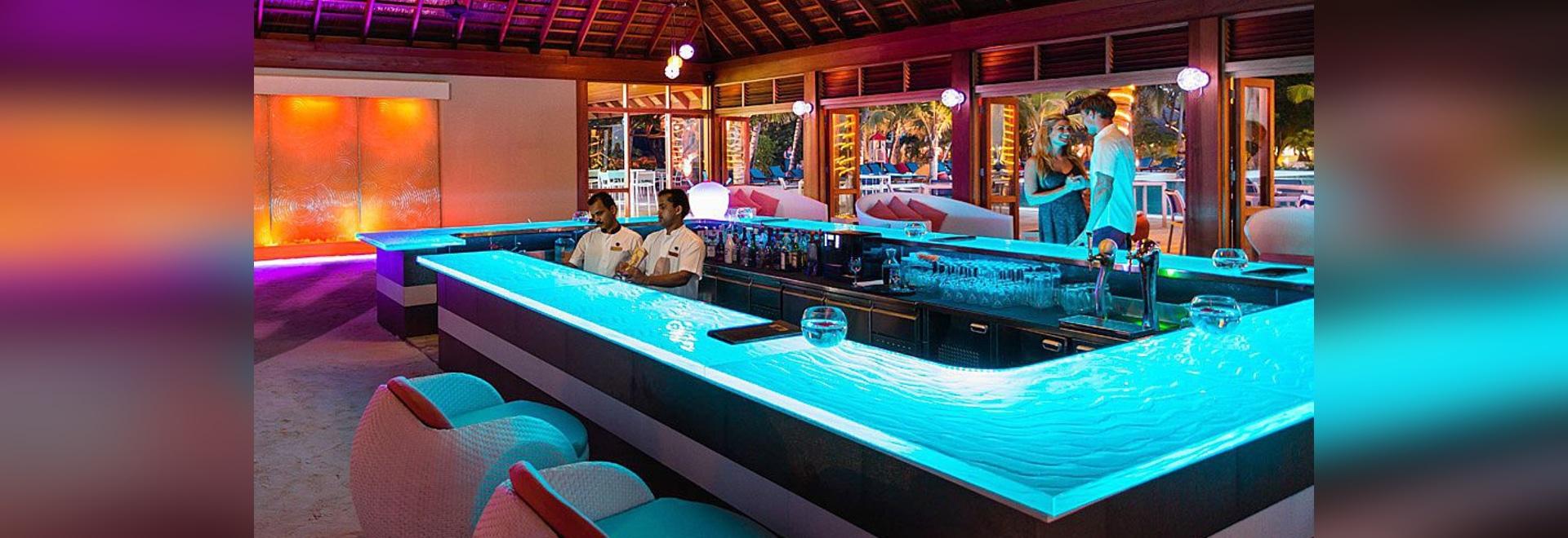 Glass Bar Top By ThinkGlass At Meeru Island Resort U0026 Spa