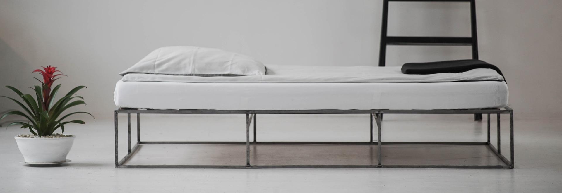 Great Industrial Design Meets Minimalisim In The Urban Bedroom