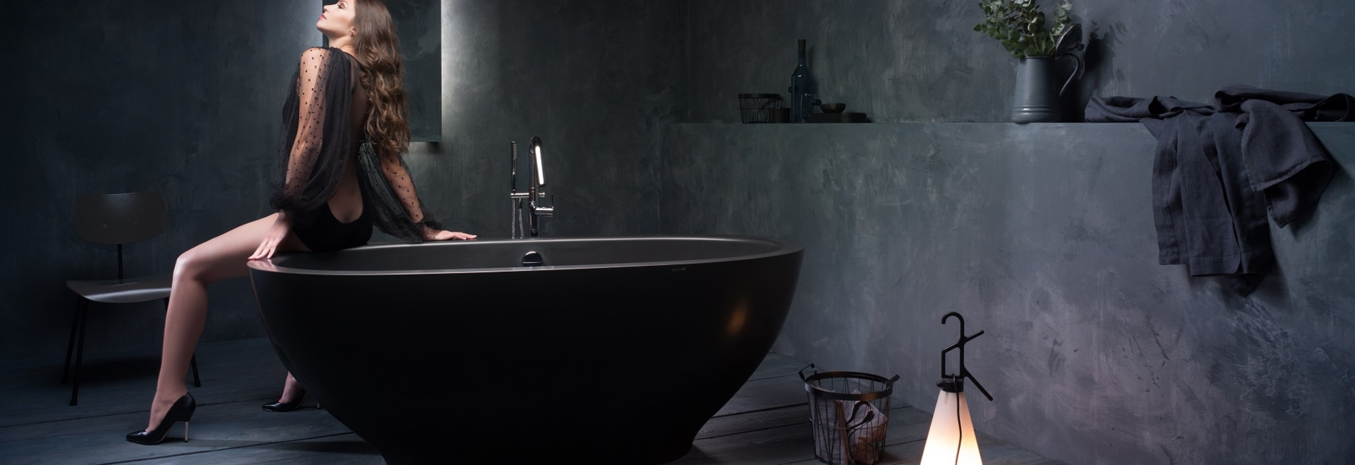 KAROLINA - a stylish black stone bathtub