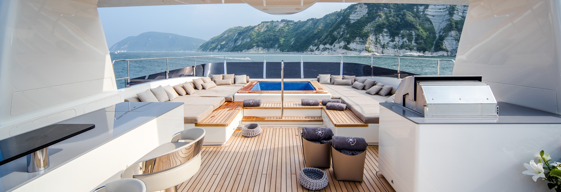 Lapitec sets sail for new horizons in the Cantieri delle Marche yacht