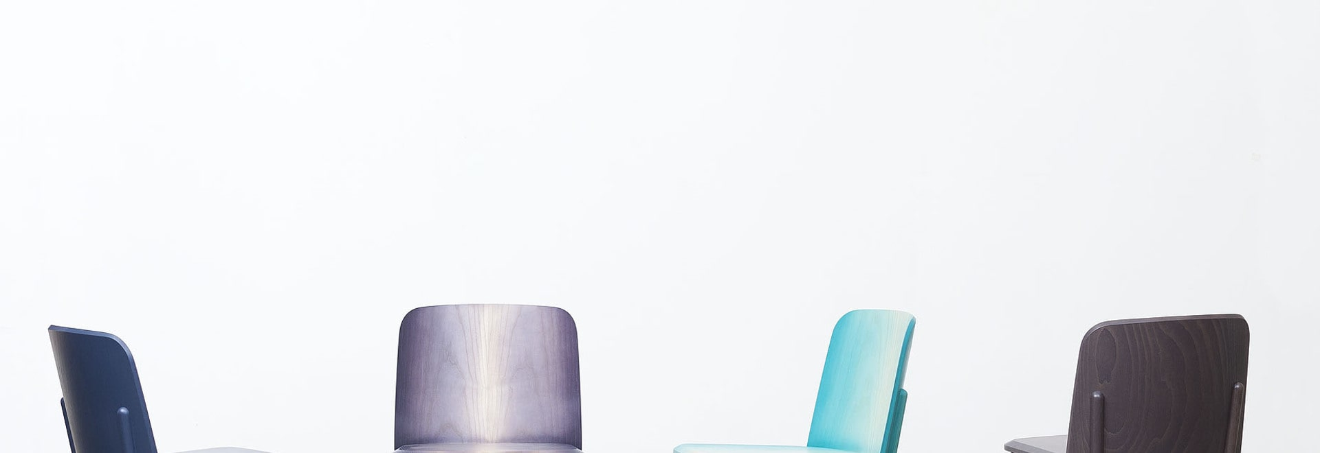 MILAN 2015: ARIK LEVY PUSHES THE BOUNDARIES OF WOOD-BENDING WITH SPLIT CHAIR