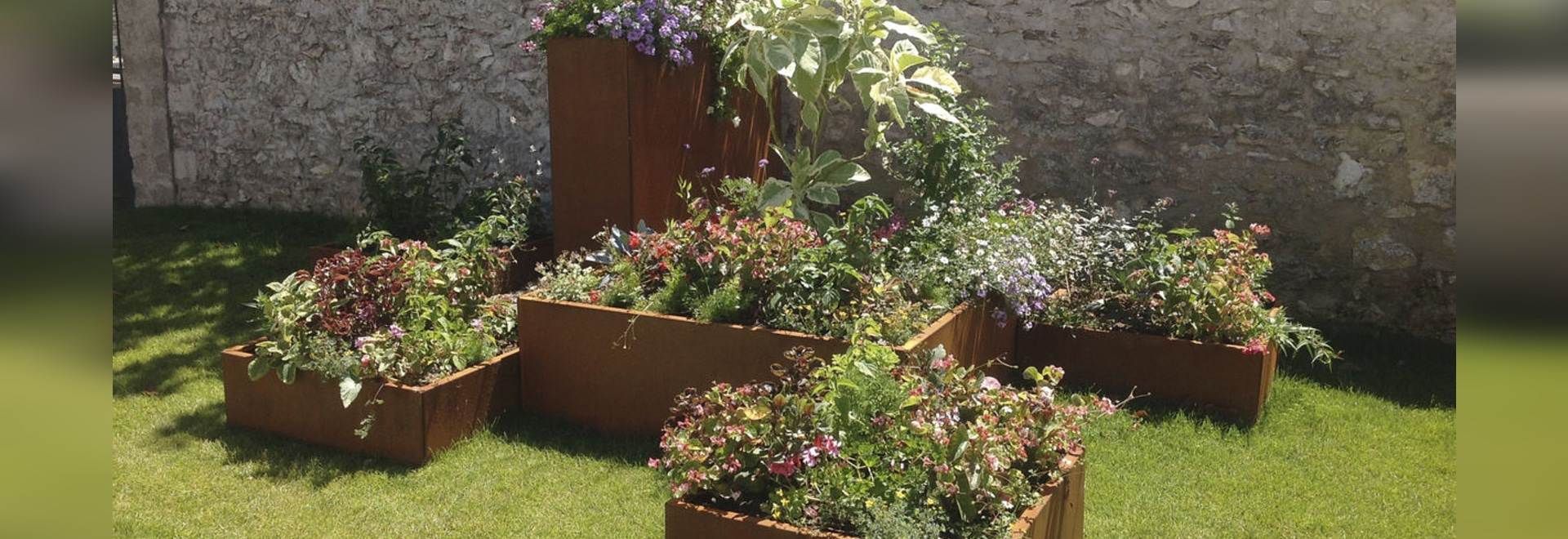 NEW : steel planter by ATECH