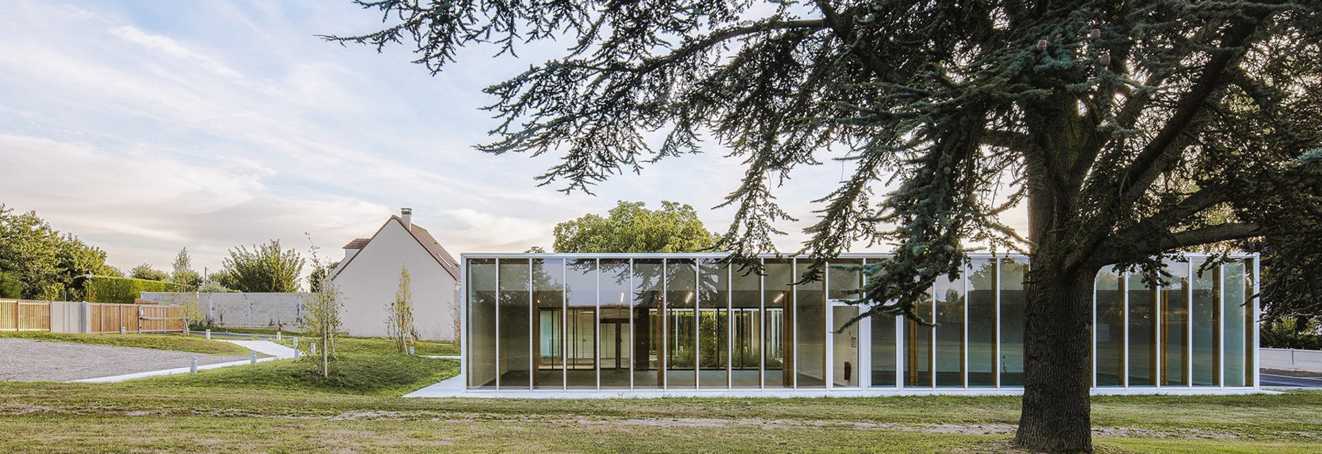NZI architectes applies glazed façades to bring light into leisure center in france