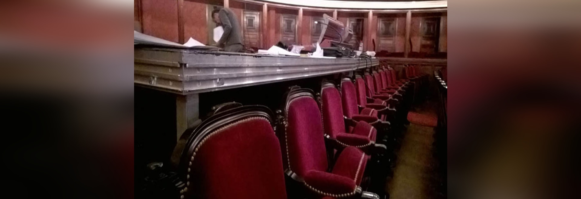 Old style chairs respectful of tradition for the Opera Comique of Paris & Old style chairs respectful of tradition for the Opera Comique of ...