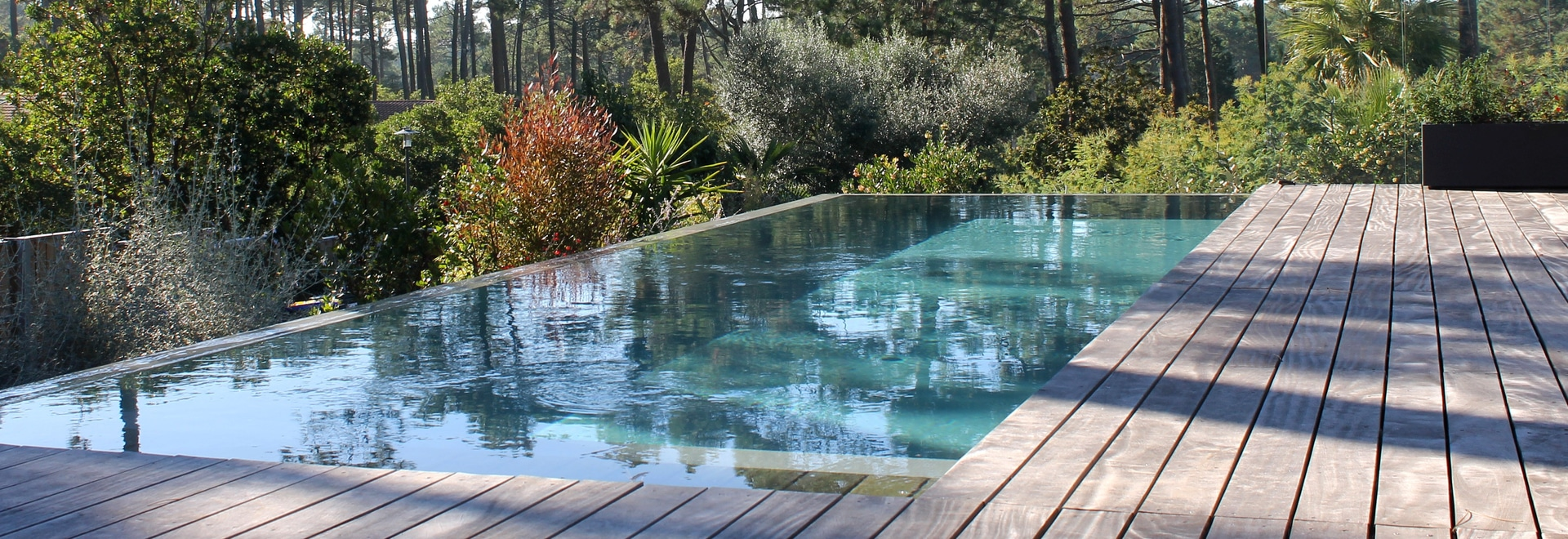 Overflowing swimming pool