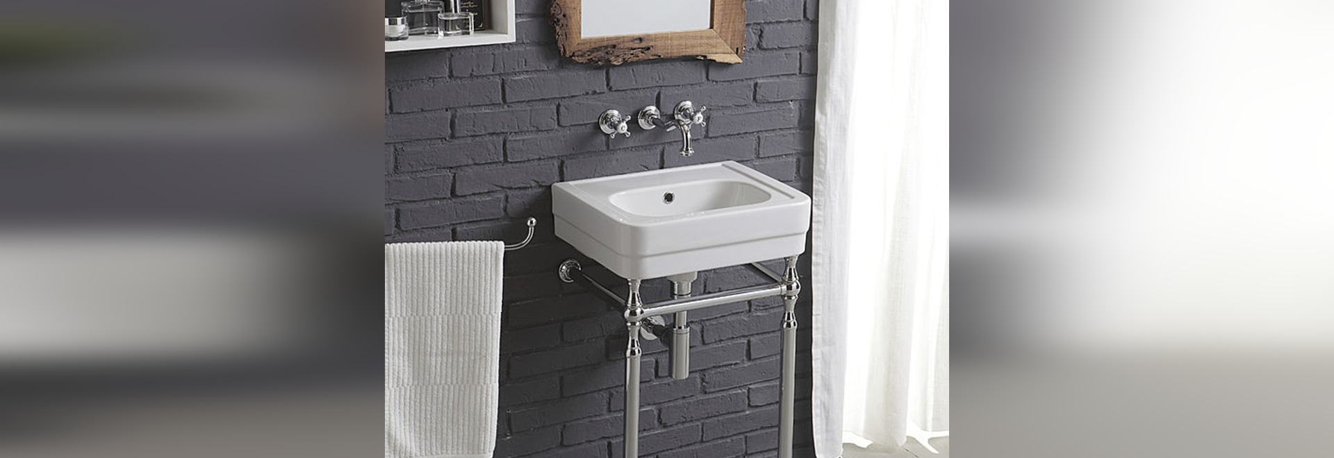 Small basins or how gathering optimization of space, charm and practicality in your bathroom!