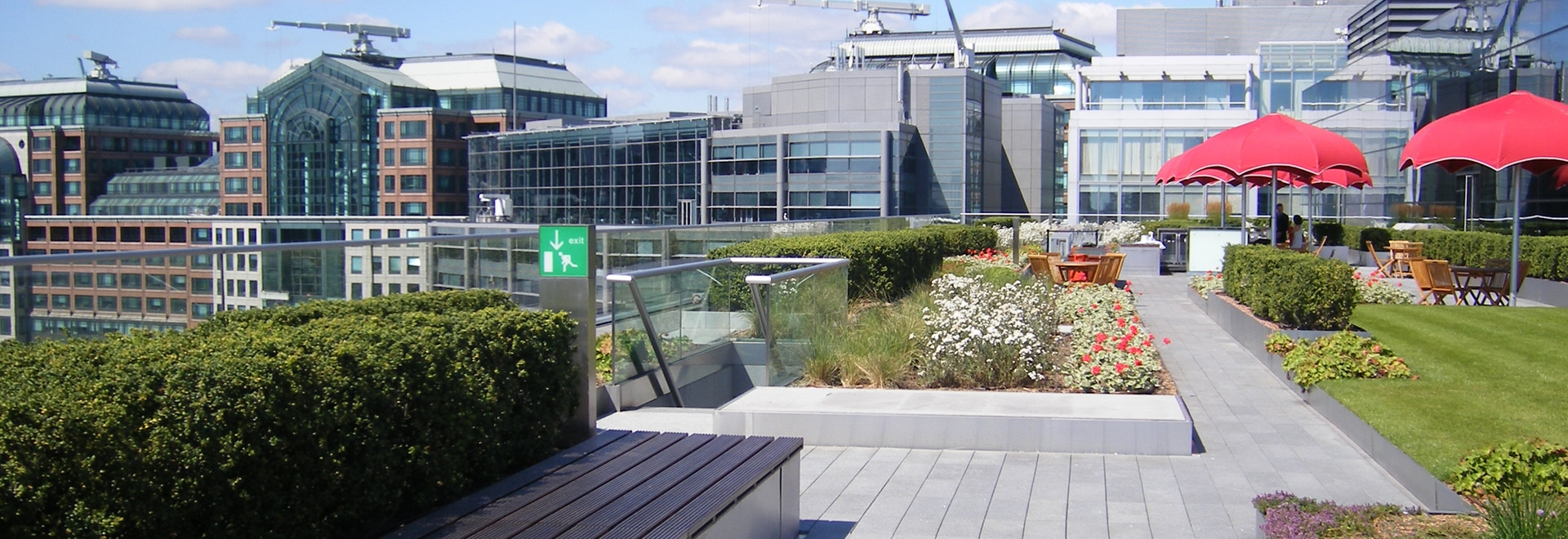 Thanks to the Guard Railing Base GB, the railing can be integrated into the green roof build-up without penetrating the roof membrane.