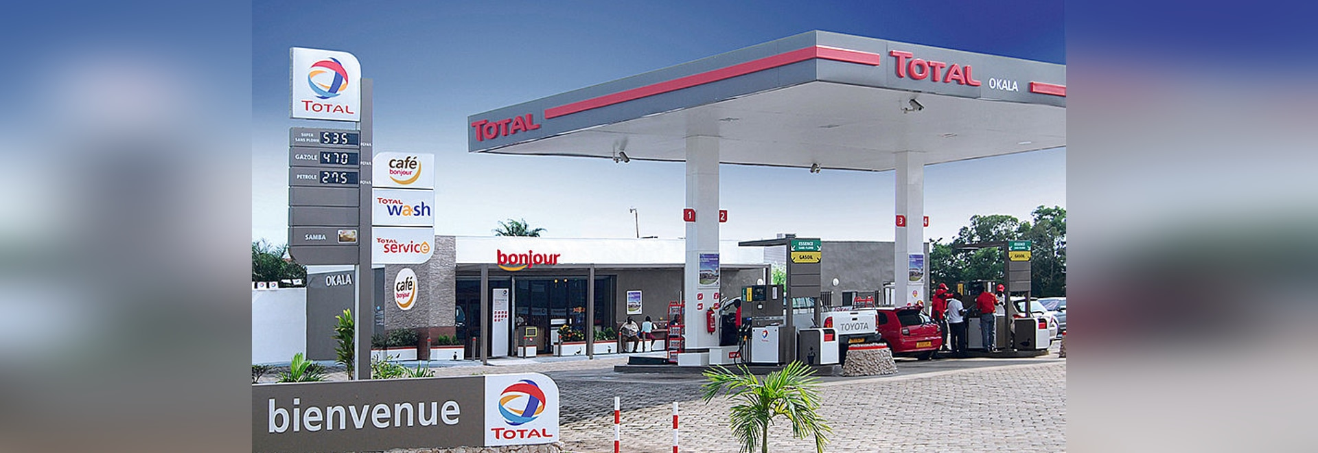 TOTAL petrol stations – New concept for a modern, durable corporate identity with prepainted aluminium sheets