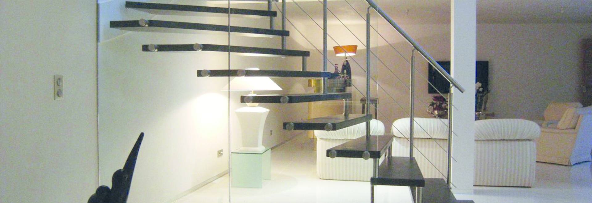 Wooden cantilever staircase