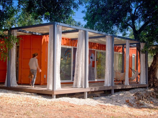 NOMAD LIVING: SHIPPING CONTAINER PROJECT