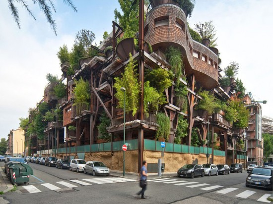 25 VERDE'S VERTICAL GREENERY INSULATES RESIDENTS FROM POLLUTION & NOISE