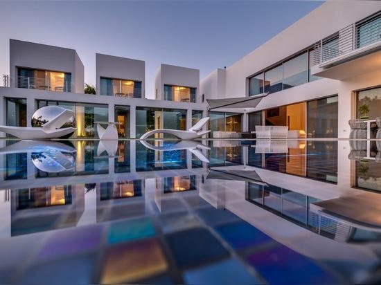 The Cubes House by Nestor Sandbank