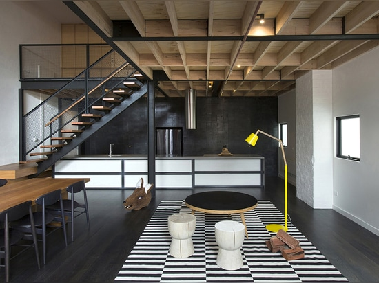 An Australian loft with some scorching inspiration by Breathe Architecture