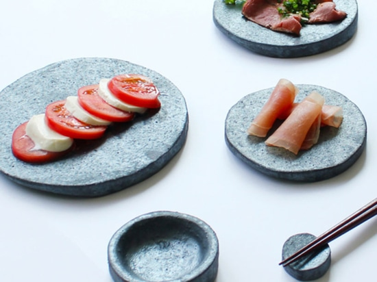 the material gives the pieces grip, ideal for holding and presenting food
