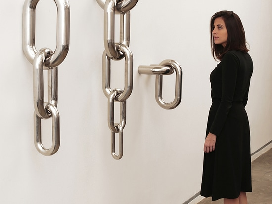 the supersized links take the chains to a place of contemplation