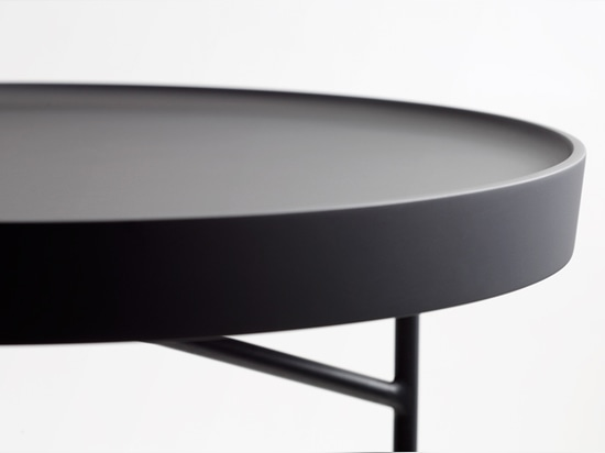 chiaroscuro, the circular top tray creates an exquisite contrast