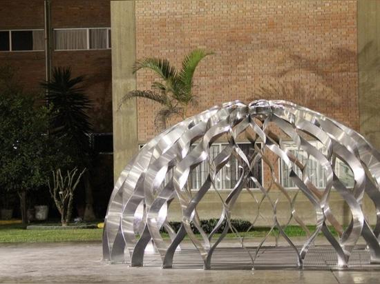 Latticed aluminum shelters to help coastal Peruvians in climate emergencies