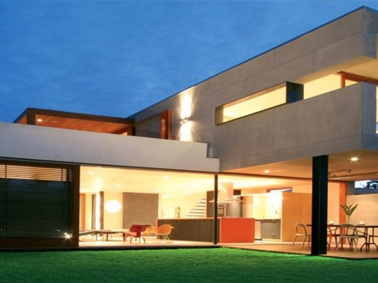 Superb-A House is a net-zero energy two bedroom home in Venice Beach.