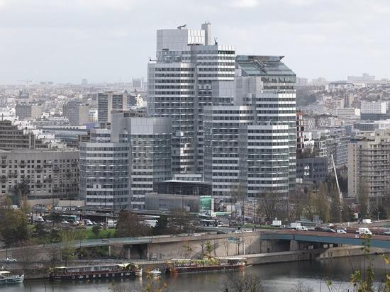 dominique perrault completes renovation of pont de sèvres towers in paris