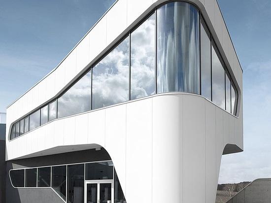 ECL euro.COURIER - Aluminium facade according to passive house standard