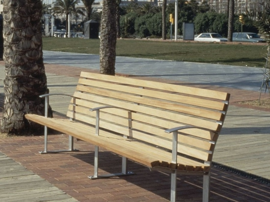 NEW: public bench by SANTA&COLE