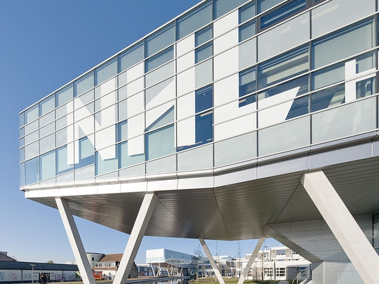 Solarlux SL 45 folding glass door: The opening (up) of space and new possibilities at NHL