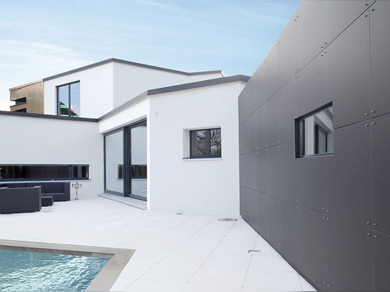 Small detached house Villa W. - Clear and effective contrasts with Reynobond Zinc composite panels