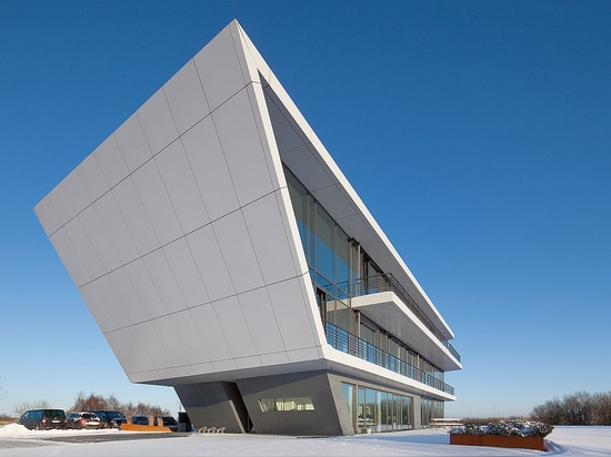 Denker & Wulf - Angled architecture with homogenous facade cladded with Reynobond aluminium composite panels