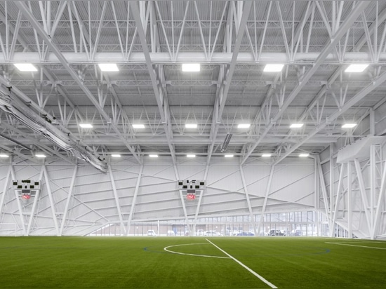 CCM2 + CLC Architects, Complexe sportif Marc‐Simoneau, soccer field. Photo: Dave Tremblay