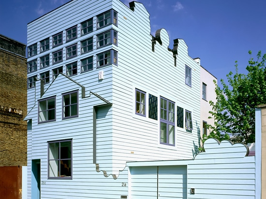 FAT completed the Blue House in 2002, with Griffiths as both architect and client for the project. Photograph by Morley Von Sternberg
