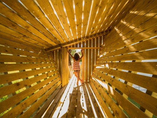 Casa No Muro is a treehouse built on a wall instead of in a tree
