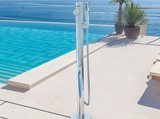 Telefono M - The new outdoor stainless steel shower by Inoxstyle