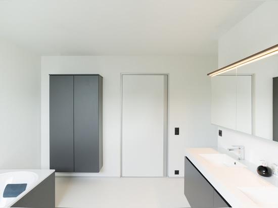Popular white door with aluminium handle