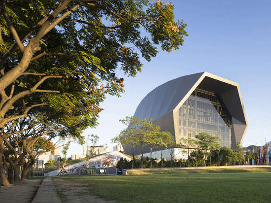 Zhonghe Sports Center in Taiwan boasts a hood-like faceted form