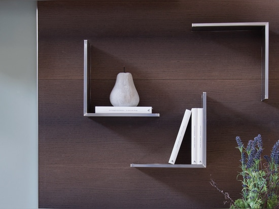 Link veneered panel with magnetic shelves