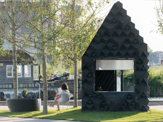 3D-printed micro cabin in Amsterdam welcomes anyone to spend the night