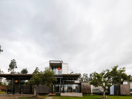 Shipping container home in Ecuador dismantles like a clock for easy transport