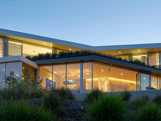 belzberg architects builds tree top residence in los angeles
