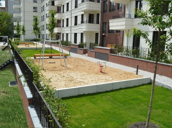 Photo 2: Real-life example: Flow control-type retention roof with greening and public areas in Berlin