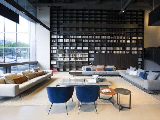 The biggest Lema flagship store in the world opens in Shenzhen.