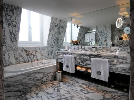 Bathroom 406b
