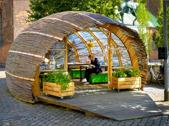 Tiny woven hut invites Danish public to experience urban gardening
