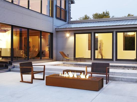 Robata modern fire pit