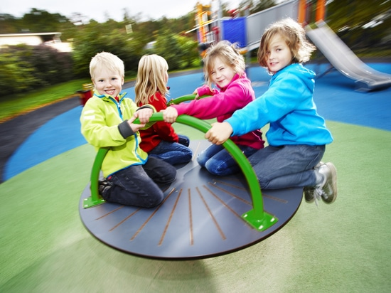 Rotating play equipment