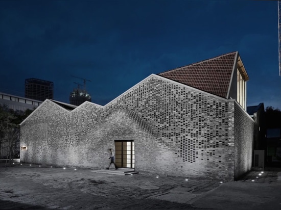 Robots construct an art gallery in Shanghai from recycled gray bricks
